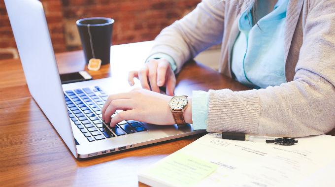 Výhody A Nevýhody Interních A Externích Autorů